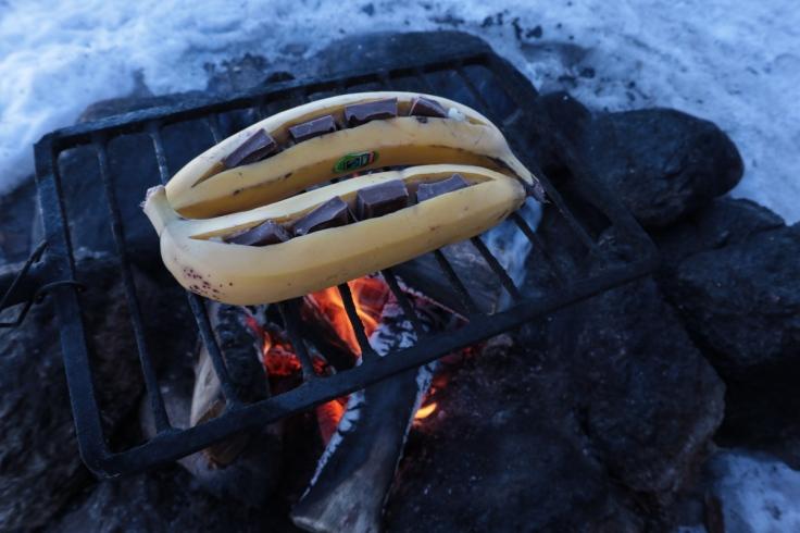 Banaanit nuotiolla
