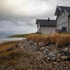 Etsitkö mökkimajoitusta Norjan Senja- saarelta? Arctic Lodgen mökit hurmaavat rauhallisuudellaan!